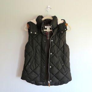 H&M Green Puff Vest w/ detachable fuzzy hood